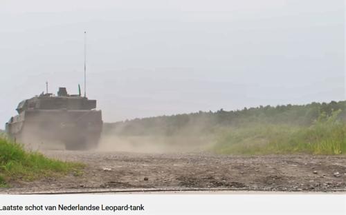 2011 05 18 Bergen Hohne Het laatste schot van de Nederlandse leopard II tank. 6