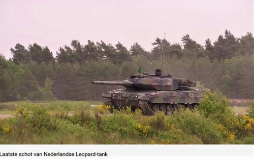 2011 05 18 Bergen Hohne Het laatste schot van de Nederlandse leopard II tank. 7