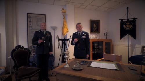2020 11 25 Door Corona geen diner. Regimentsc Huzaren van Boreel Kol Hans v Dalen proost op de 207e verjaardag van Boreel 3