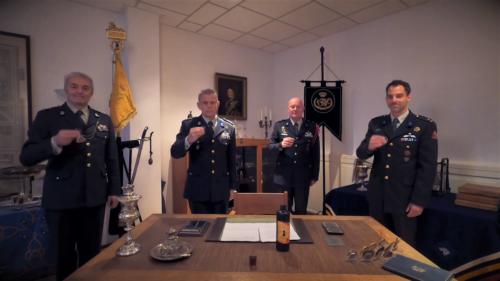 2020 11 25 Door Corona geen diner. Regimentsc Huzaren van Boreel Kol Hans v Dalen proost op de 207e verjaardag van Boreel 5