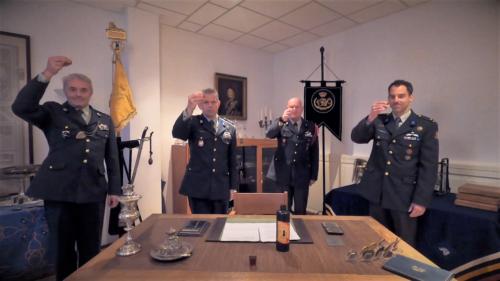 2020 11 25 Door Corona geen diner. Regimentsc Huzaren van Boreel Kol Hans v Dalen proost op de 207e verjaardag van Boreel 6
