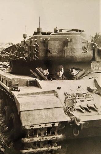6. 1962 (1966) Ben Vreeburg Rijopleiding Centurion in A'foort Gewoon een mooi plaatje.