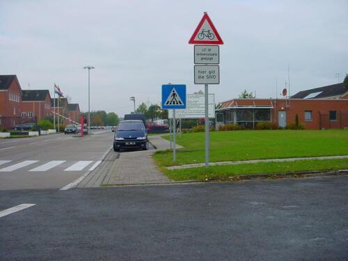 Legerplaats Seedorf poort West bij het zwembad en naar 103 Verkbat.