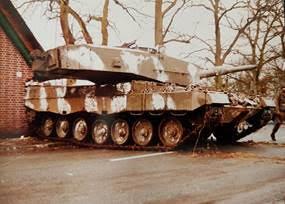 Map 11. 1985 01 30 103 Verkbat Oef Wild Cross. Een Leopard nam bij het draaien een deel van een kroeg mee 2