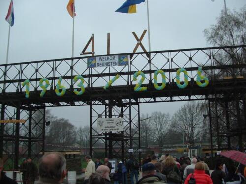 2006 04 22 Even weer terug in de tijd bij de poort in Seedorf. Inz. Hans Kuijpers