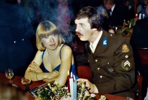 1982 10 05 Herfstbal Onderofficiersmess Seedorf Inz Hans Kuijpers met vrouw
