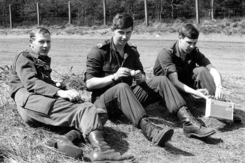 1967 07 05 Oefening Leusderheide Wmrs van Dijk Inz. Hans Kuijpers en Lonja Wonings