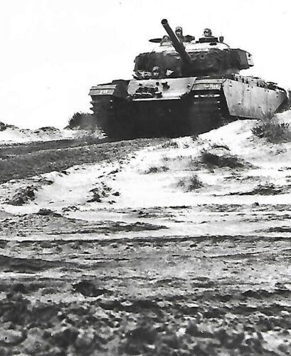 Map 18. 1970 1971 Leusderheide bij Amersfoort duikt opeens zon knallende Centurion op Inz. Peter Haans