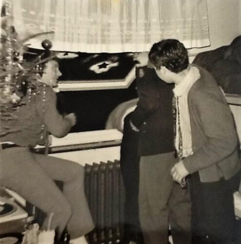 1967 12 A Esk 103 Verkbat li 67 2 Esk Ritm Scouten Elnt Nix en Owi Brunschot. Kerstviering 1967 met gevolgen. Inz. Martin Elsman