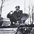 1968 03 01 B Esk 103 Verkbat Seedorf. Beediging van inz. Luitenant Frans Fontein boven uit l