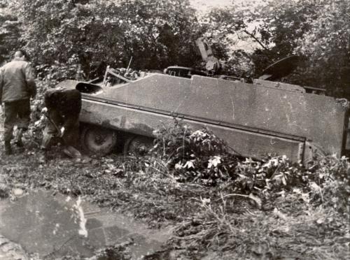 1967 B Esk 103 Verkbat Een te verdekte opstelling van een verkenner. Inz. Frans Fontein