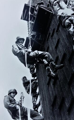 1974 1975 A Esk 103 Verkbat Oef Pantserstorm klimtoren Inz. Harry de Groot 2