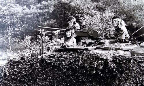 1974 1975 A Esk 103 Verkbat Oef Rust Roest. CR C in de camouflage Inz. Harry de Groot