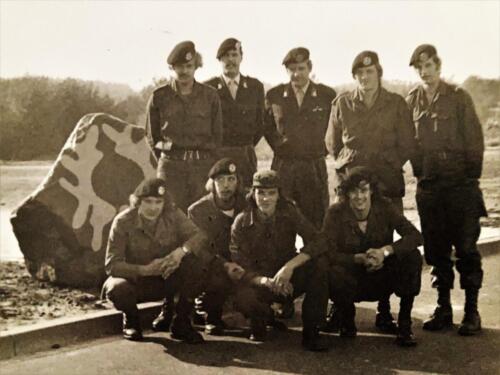 1972 1973 B Esk 103 Verkbat Staand 2e v rechts. inz. Geert Snellen 3e Anton Stoop en 4e Alex Hollestelle
