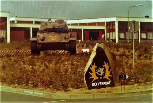 SSV Esk 103 Verkbat Inz. Willem Bezemer. Perkje met Chaffee tank en steen 103.